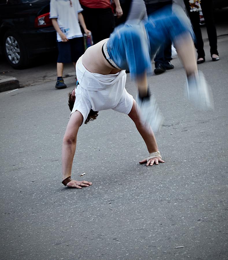 IMAGE: http://fc02.deviantart.net/fs47/f/2009/212/a/a/Blur_2_by_Kolor_Pikker.jpg