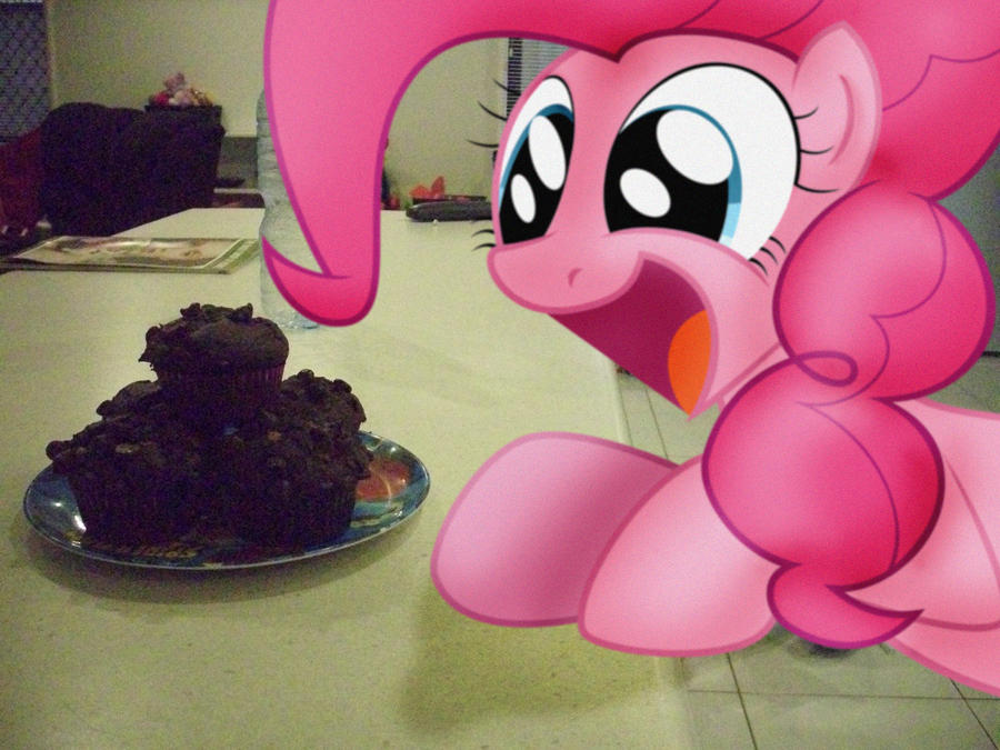 Pinkie Loves the Muffins by Petalierre