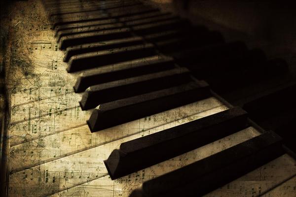 Piano by intensepizza