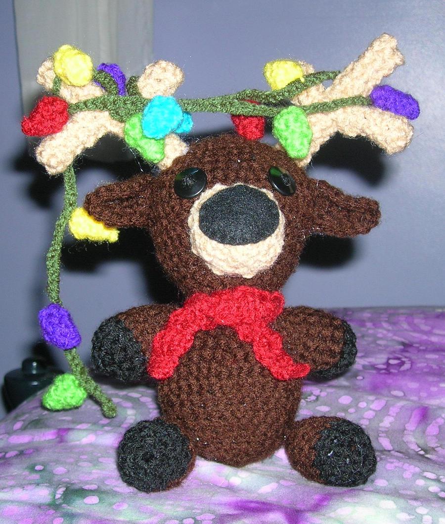 Christmas Reindeer Amigurumi : Amigurumi Christmas Reindeer by FuzzyViper on DeviantArt