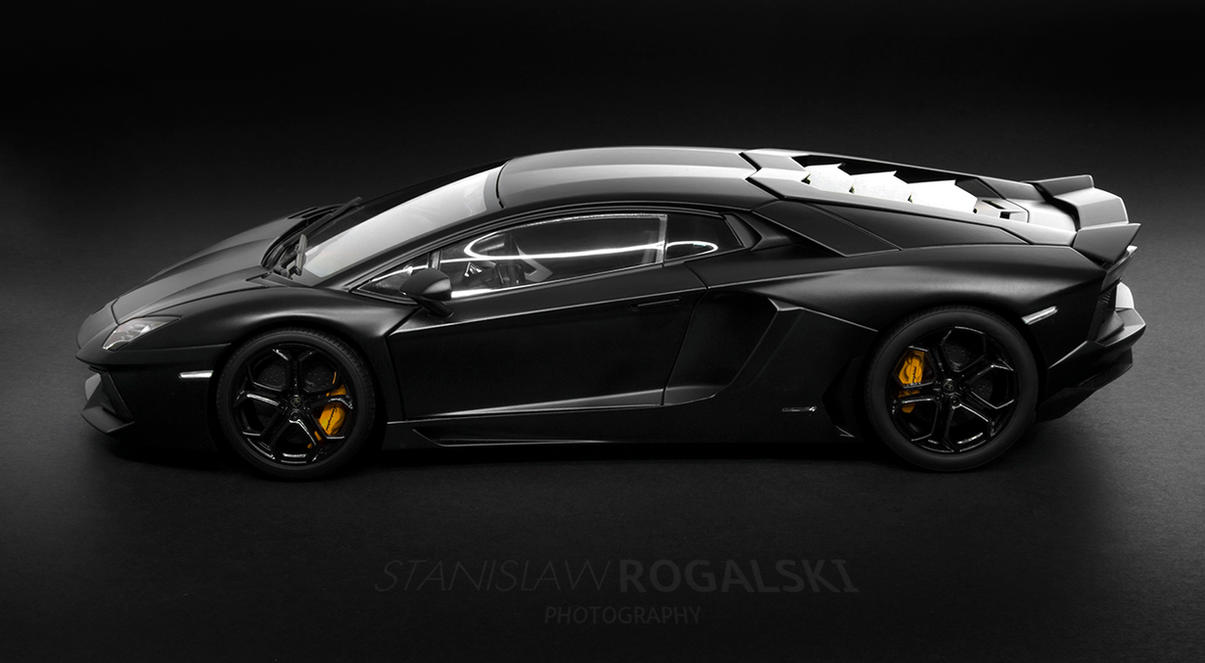 Lamborghini LP700-4 Aventador side profile by RaynePhotography