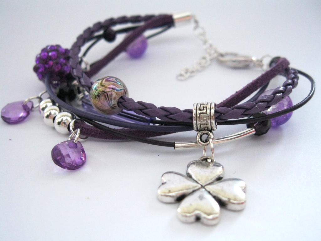 Violet Clover bracelet by Bettyabbey