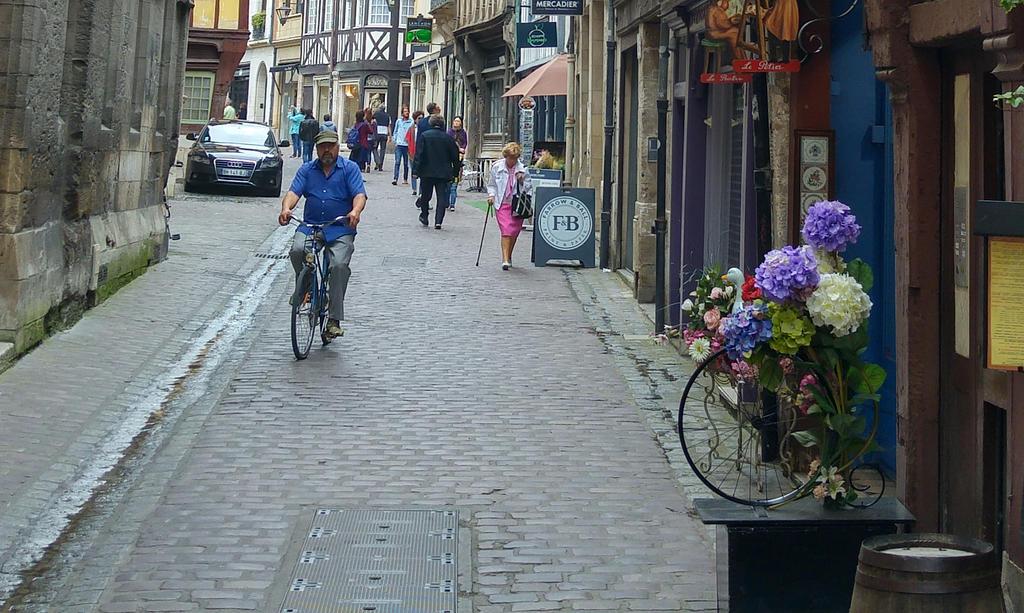 bike wheels... by solstiziodinverno