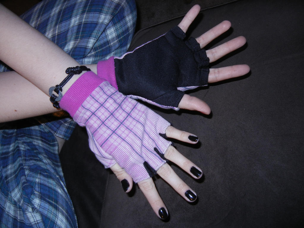 Plaid fingerless gloves tutorial in description by creativelyrash jeuxipadfo Image collections