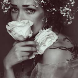 flower crying.... by Mastowka