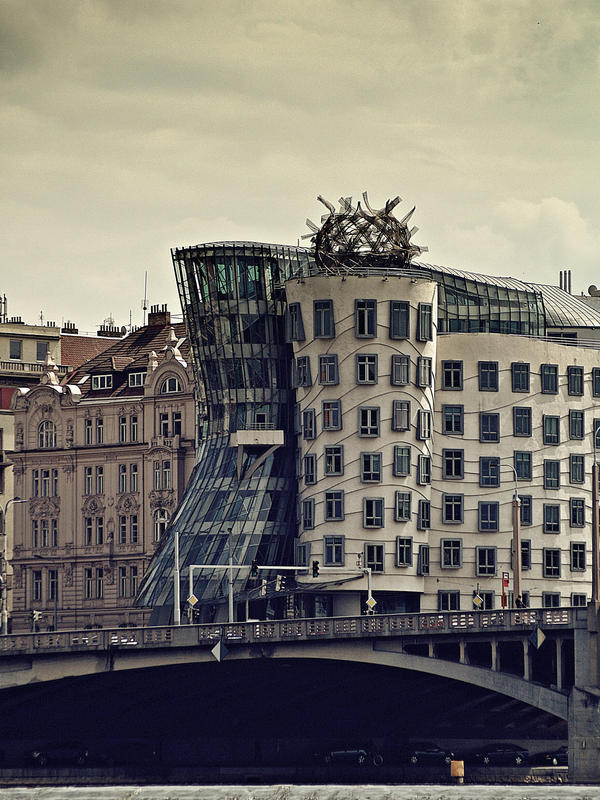 Dancing house by Csipesz