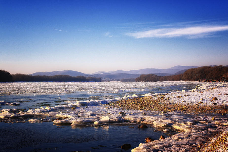Frozen river... by Csipesz