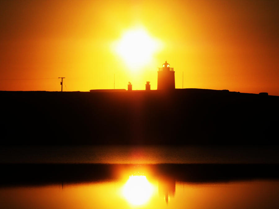 Golden reflection by Heylormammy