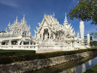 Wat Rong Kuhn (White Temple) by Aleks-Wulfe