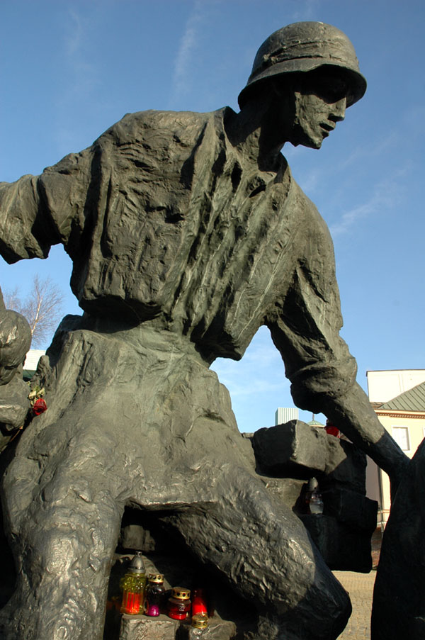 Sculptures of heroes III