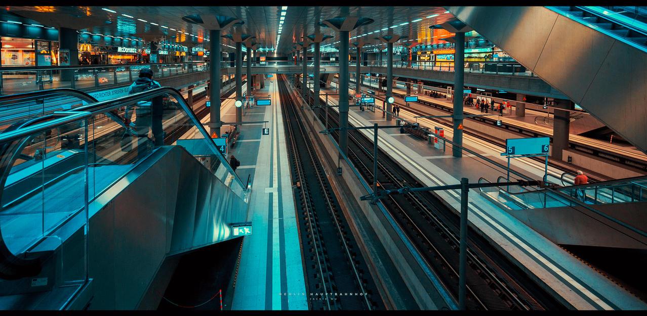 Berlin Hauptbahnhof by geckokid