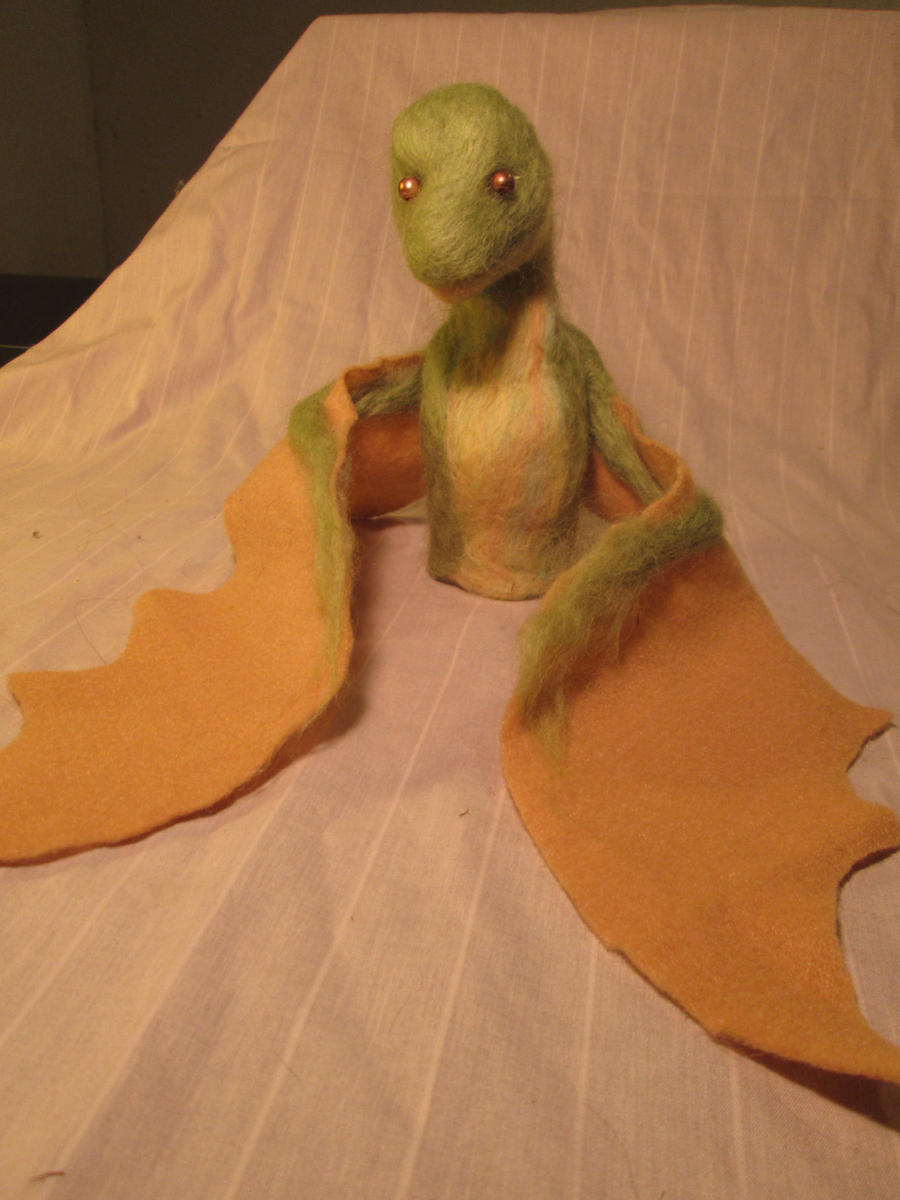 Needlefelt Dragonling Finger Puppet by shadechristiwolven
