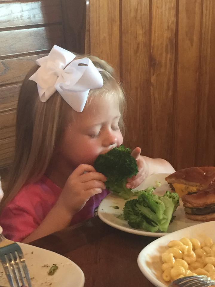 Rylie Loves Broccoli by Kamanari