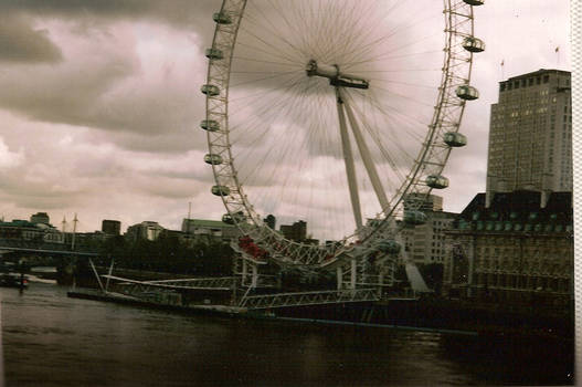 London eye on a cloudy day