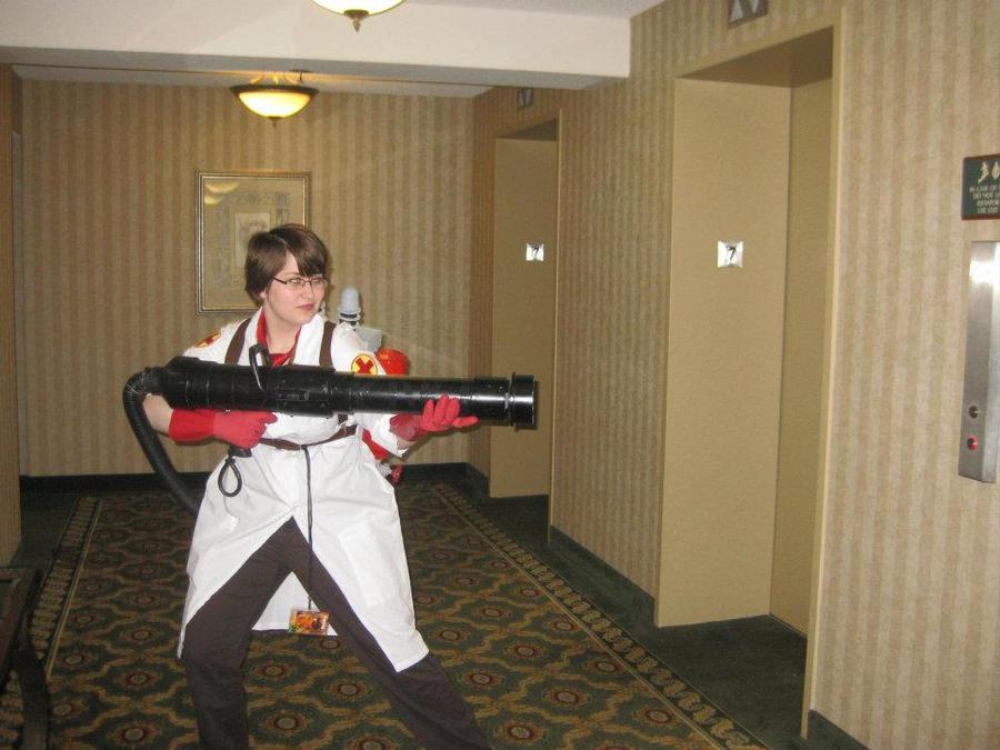 (image: http://fc00.deviantart.net/fs70/i/2012/093/2/5/anime_detour__full_cosplay_by_lexsterling-d4uvbfl.jpg)