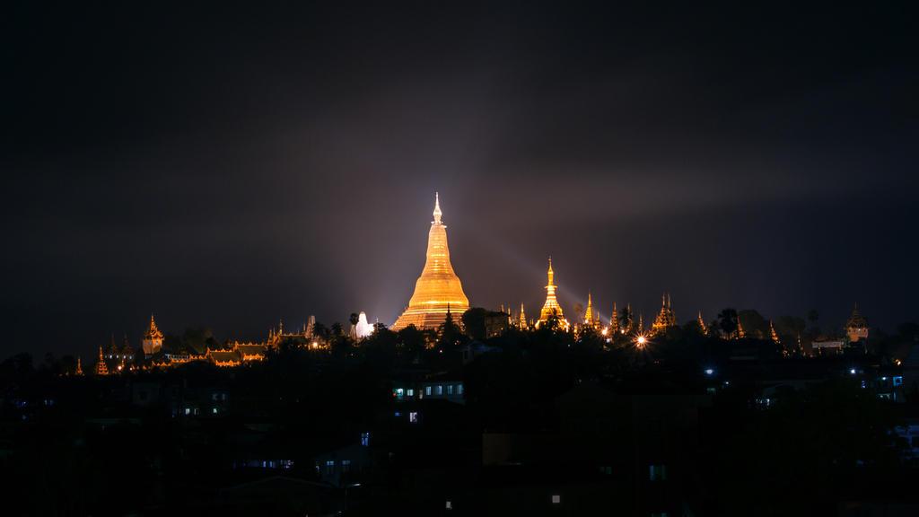 Schwedagon Pagoda by palmbook