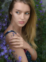 Flowery girl - portrait