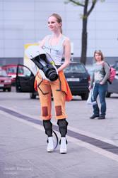 Portal 2 Chell cosplay (with handmade Portal Gun)