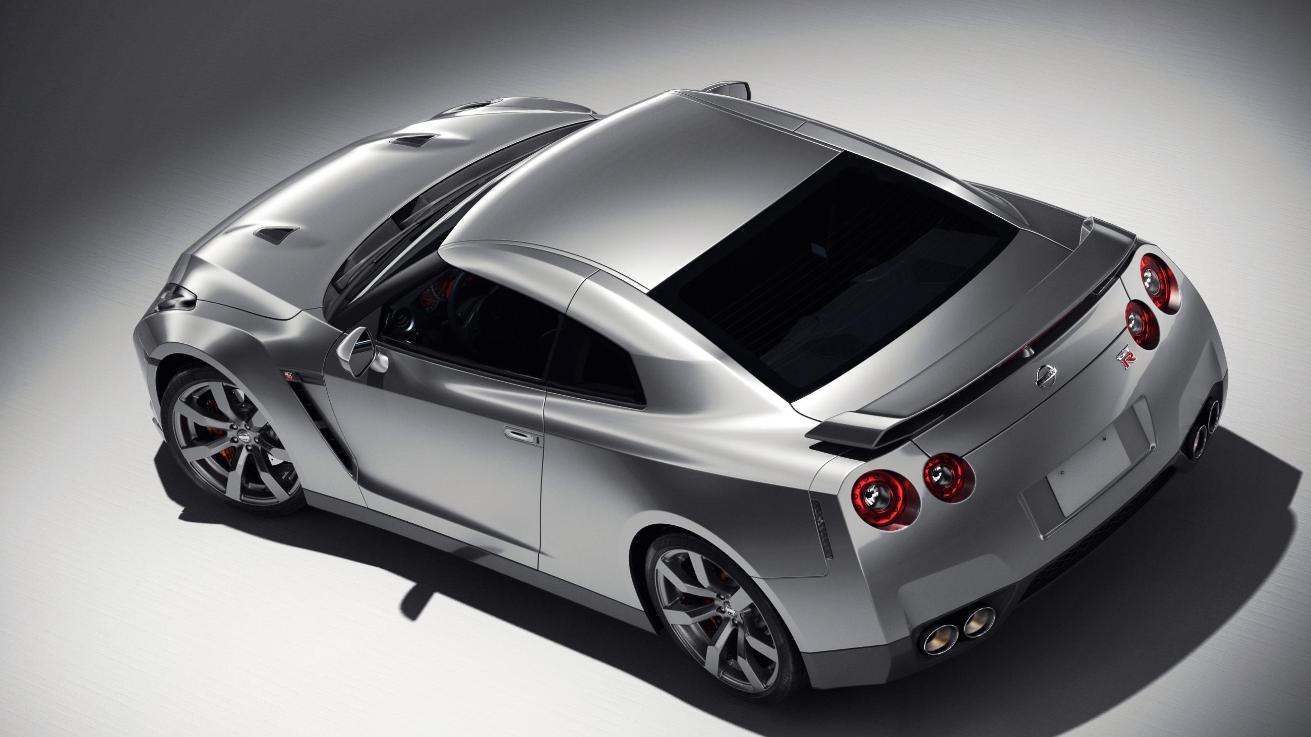 Silver Nissan GT-R by Laffonte