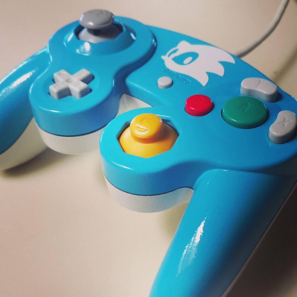 Sonic themed custom gamecube controller by TradermonTrades