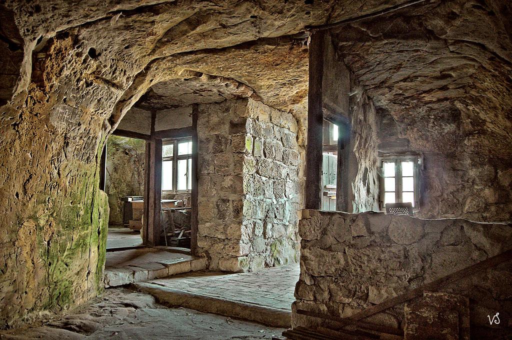cave dwelling 1       scal..jpg by Capricornus60