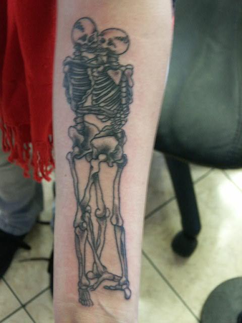 Kissing Skeletons by SludgeBrain