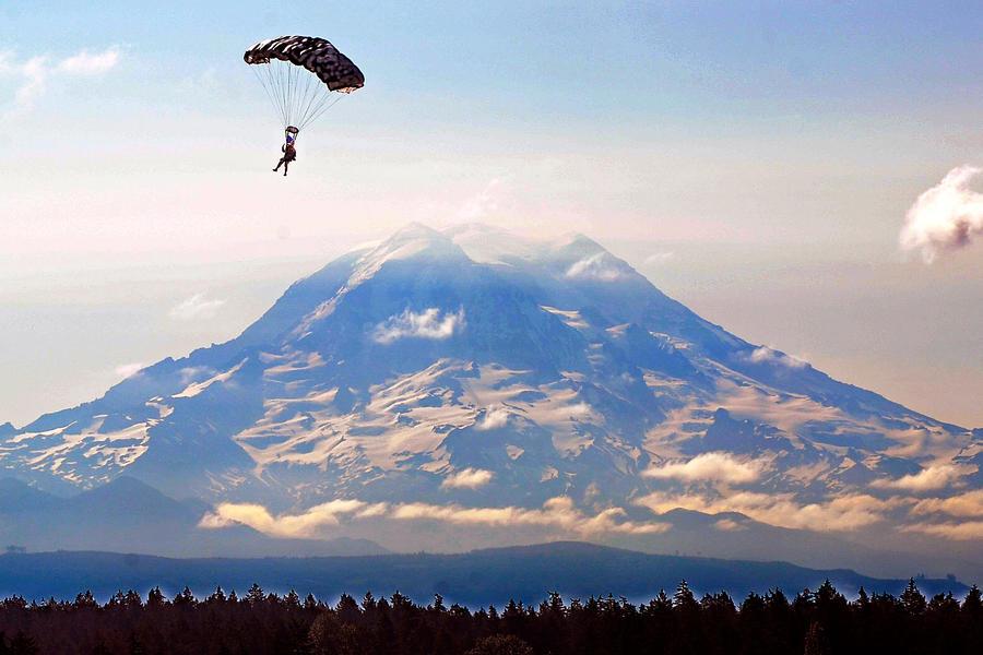 Mount Rainier by MilitaryPhotos