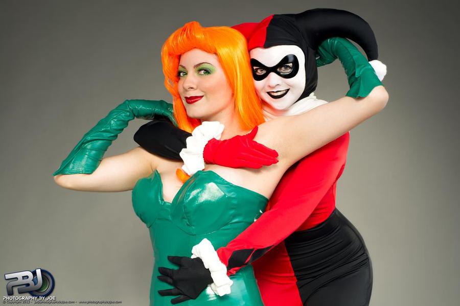 Ivy x Harley: Batman TAS Cosplay by Kapalaka