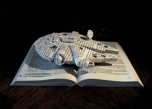 StarWars - The Millenium Faucon book sculpture