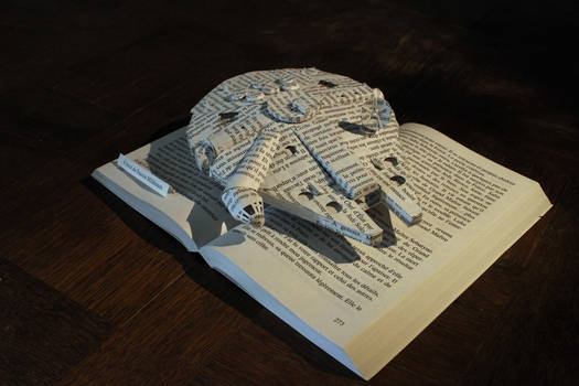 StarWars - The Millenium Faucon book sculpture 2