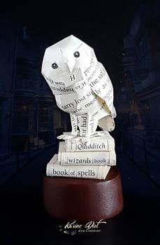 Hedwig on books Paper Sculpture - Harry Potter