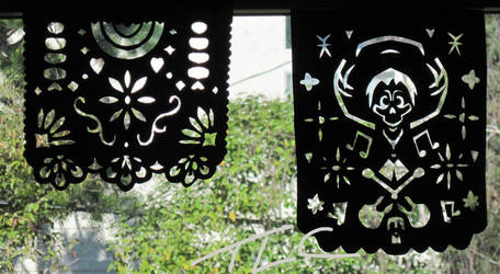 Papel Flowers and Skeletons