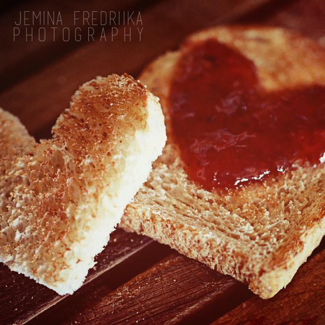 I LOVE TOAST by jeminafredriika