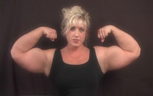Female Bodybuilder Flexes Her Huge Biceps By Musclewomen On Deviantart-1870