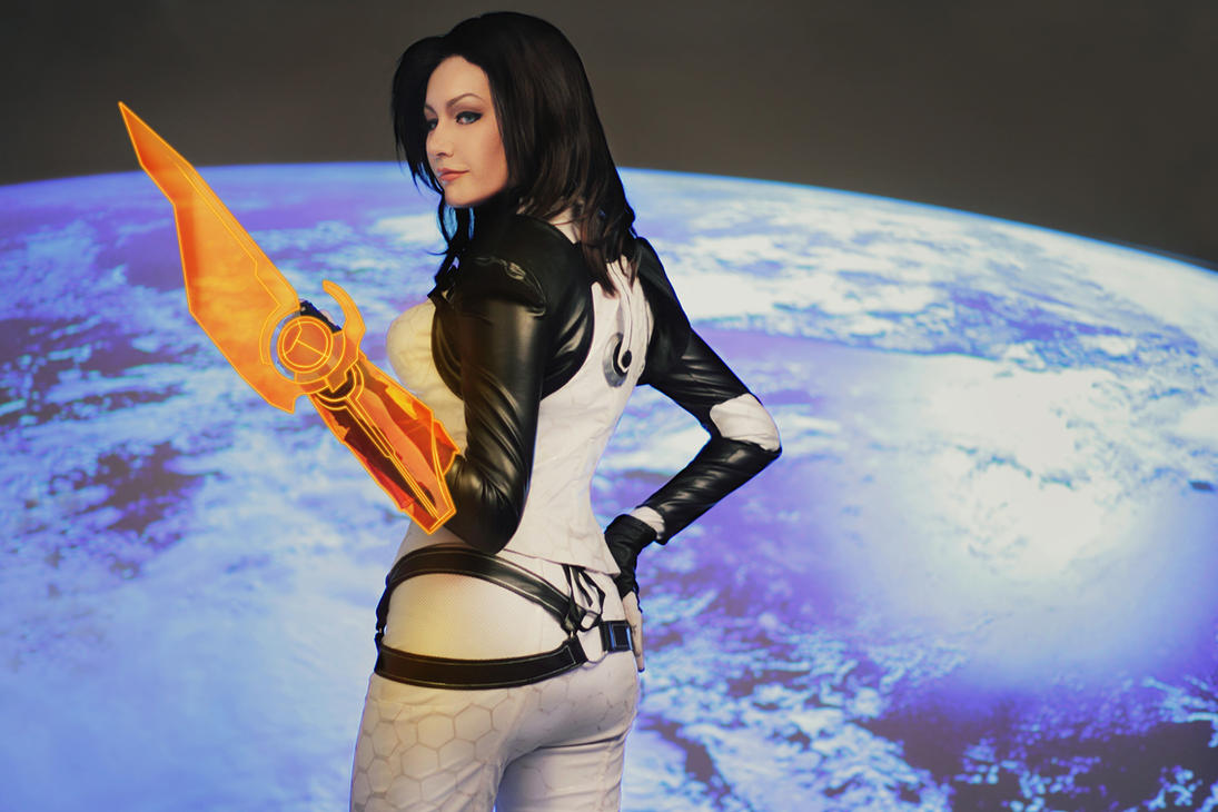 Mass Effect - Miranda Lawson cosplay by MonoAbel