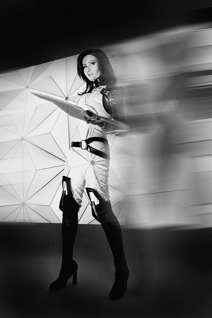 Mass Effect - Miranda Lawson cosplay by MonoAbel