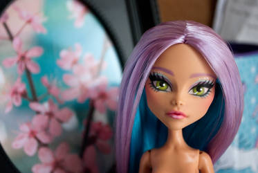 Monster High Repaint: Madison Fear by ivy-cinder