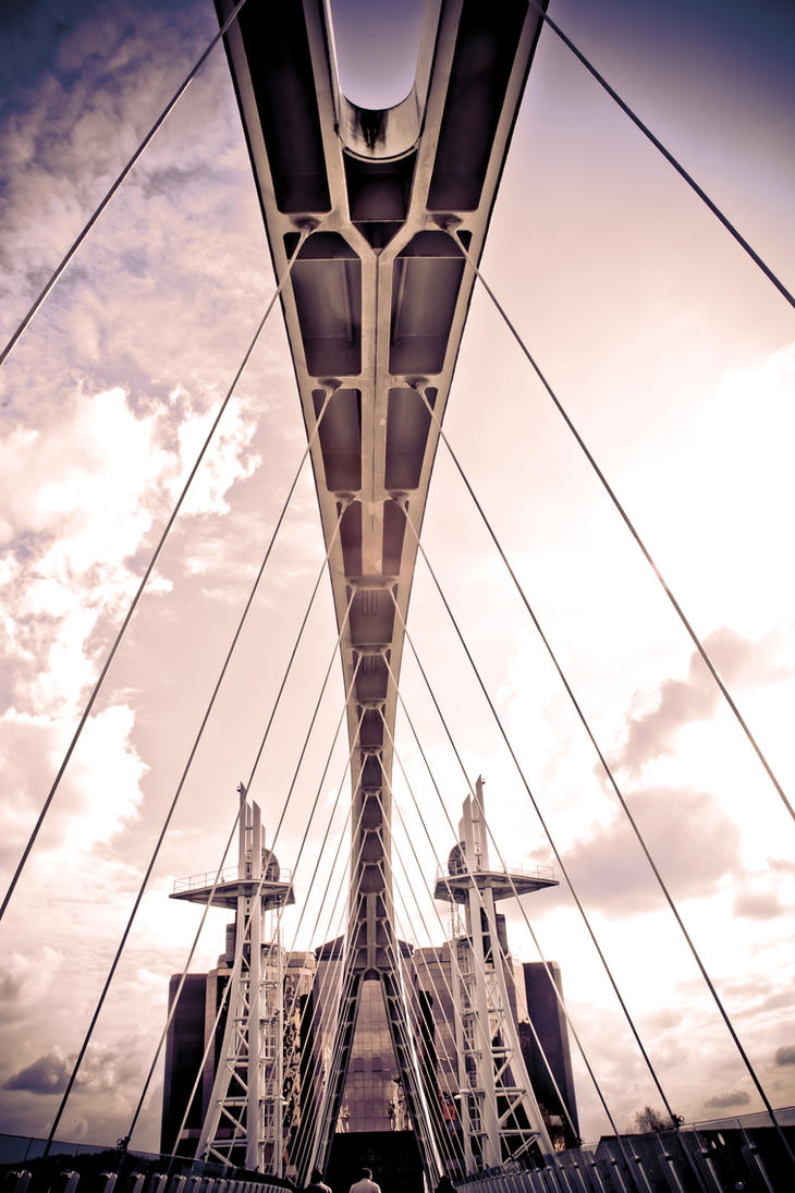 Salford Millenium Bridge by AndreiaMoutinho