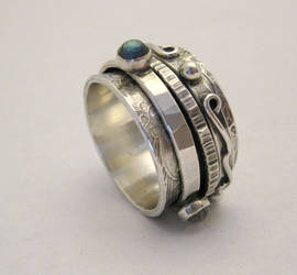 Labradorite Twiddle Ring by kimistry3