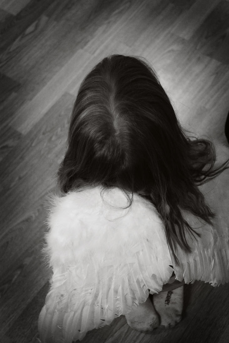 Little angel by Emeeliie