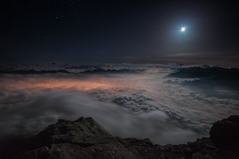 Above the Darkness of the Night by RobertoBertero