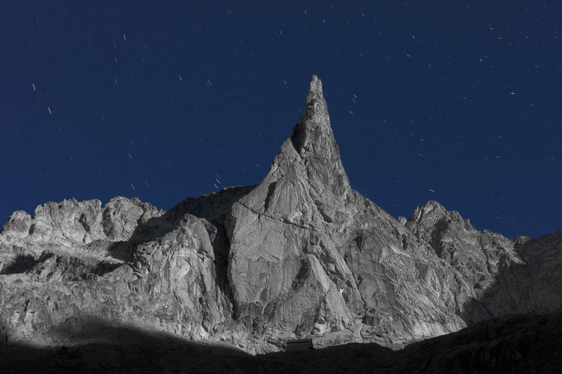 Kissed by the Full Moon by RobertoBertero