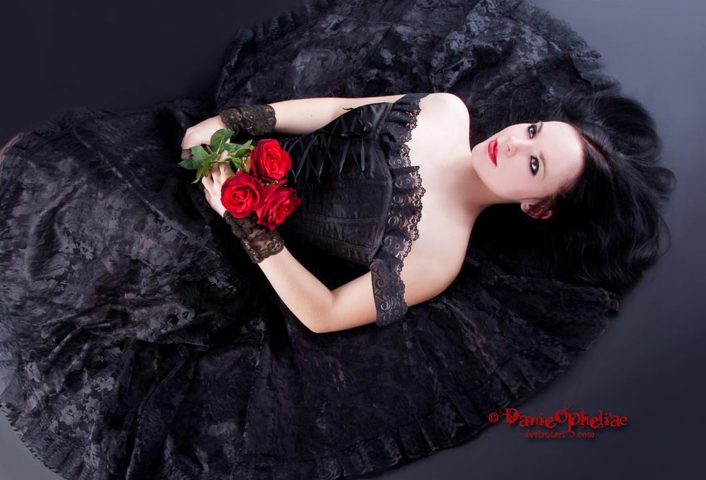 http://fc09.deviantart.net/fs70/i/2013/004/d/6/a_gothic_dream_by_danieopheliac-d5qfb7t.jpg