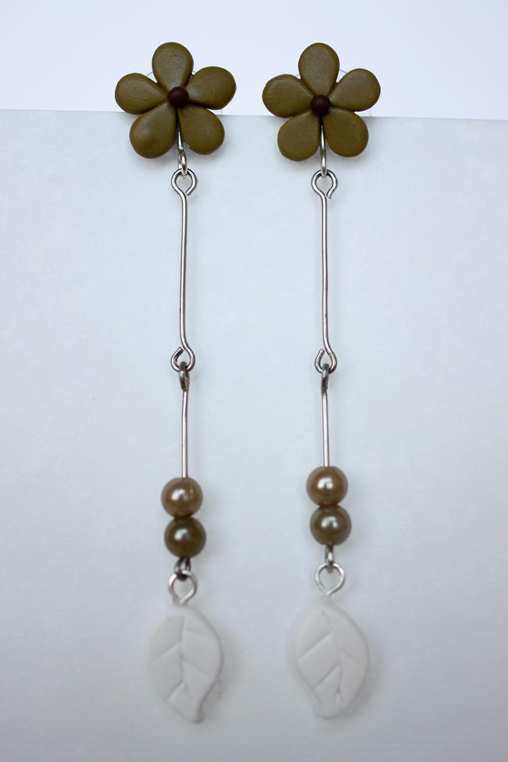 Neutral Flower Earrings [fimo] by PaleMint