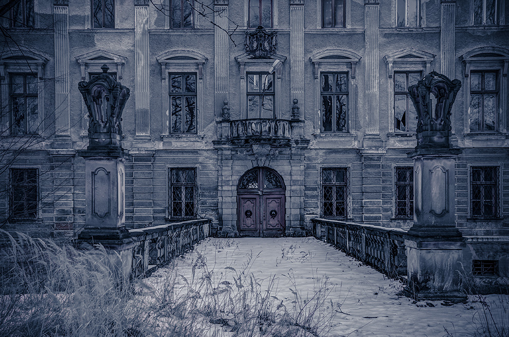 Mysterious Mansion by AbandonedZone