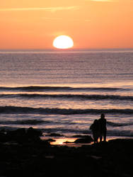 Llandanwg Sunset Couple 2 by VampireBait