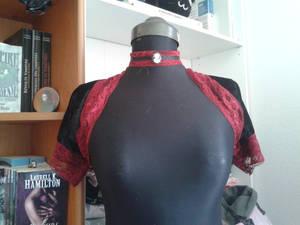 bolero in black velour and red lace.