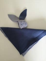 a comforter / un doudou lapin