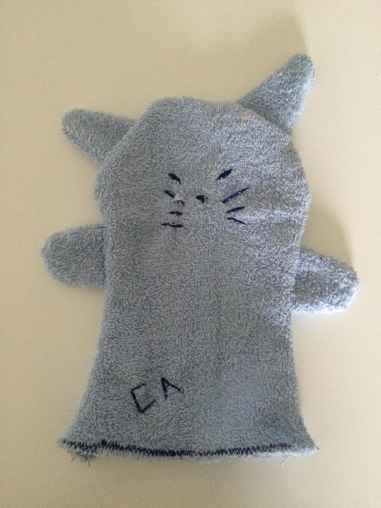 a comforter / ou le gant de toilette chat by AsukaSatochi