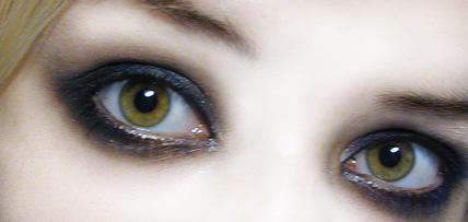 yellow eyes human - photo #28
